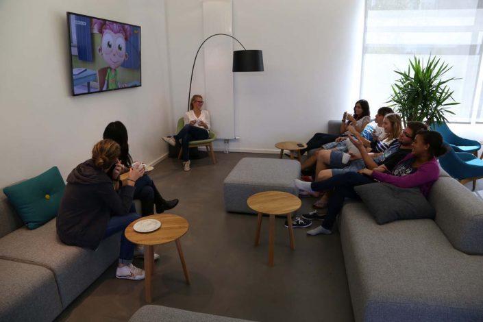 Studenten im Aufenthaltsraum