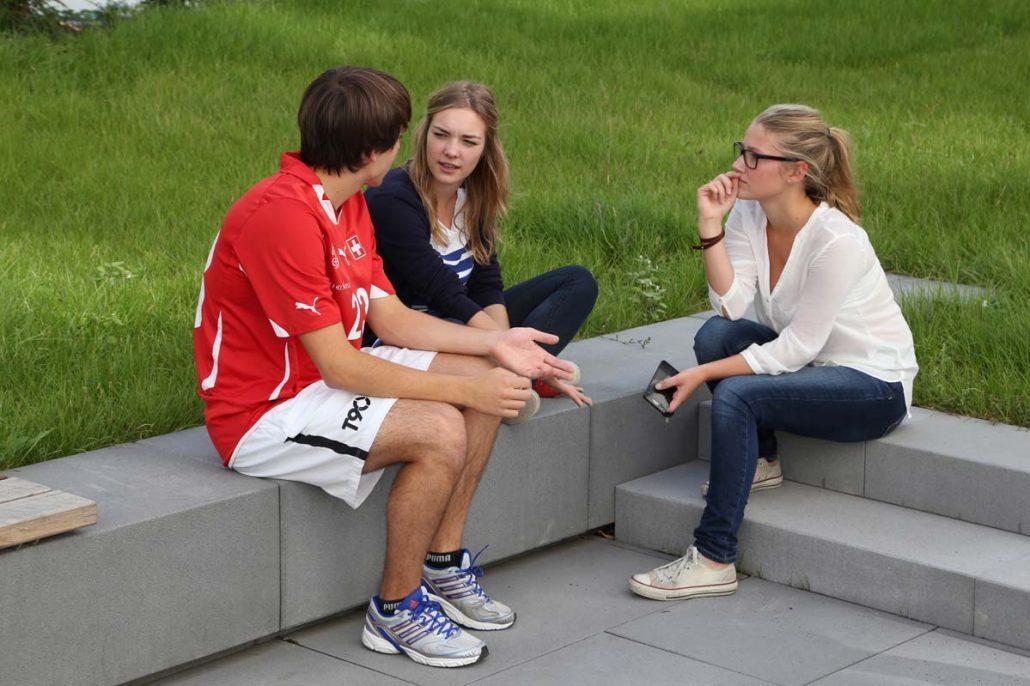 Studenten im Innenhof