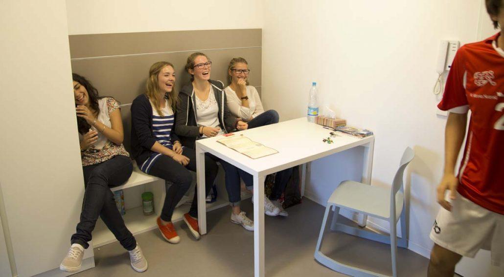 Studentinnen im Studenten-Appartment