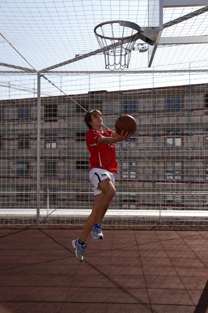 Student beim Basketball