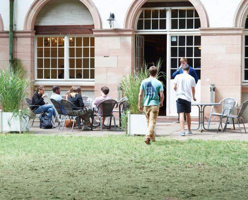 Studenten im Garten