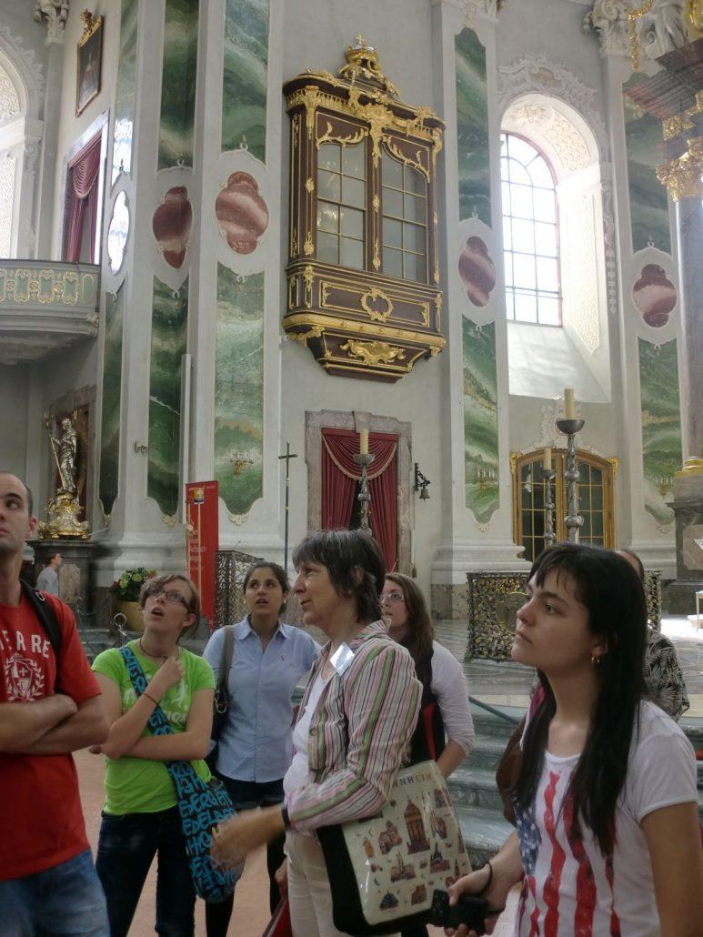 Studenten in Kirche
