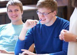 Studenten bei der Vorbereitung auf telc Deutsch B1 / Zertifikat Deutsch