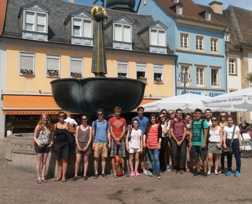 Studenten am Brunnen in Speyer