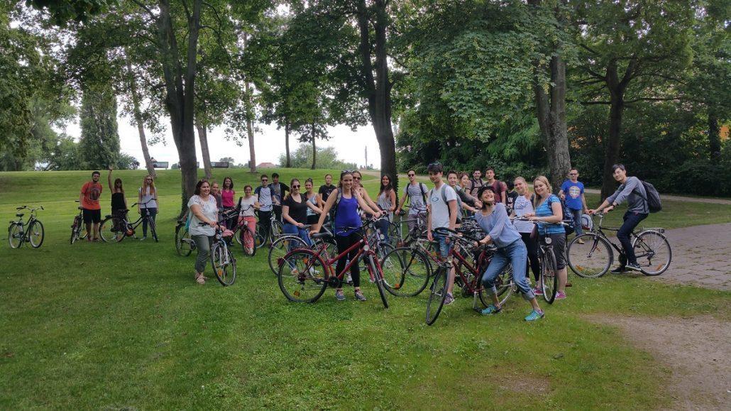 Studenten auf einer Radtour