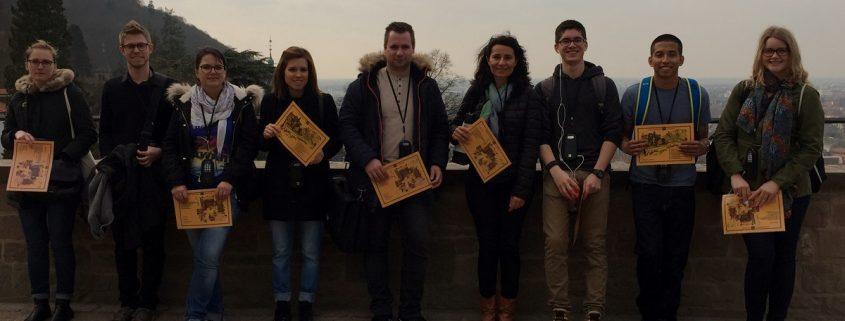 Studenten auf dem Heidelberger Schloss