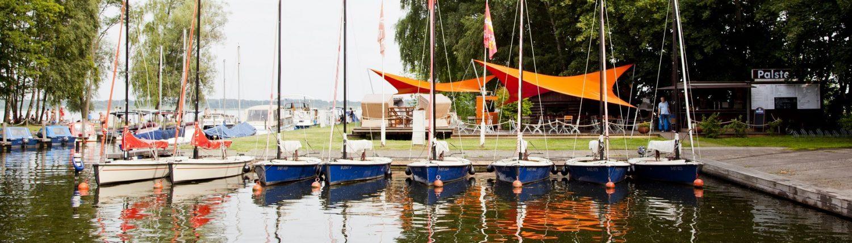 Boote an der Anlegestelle