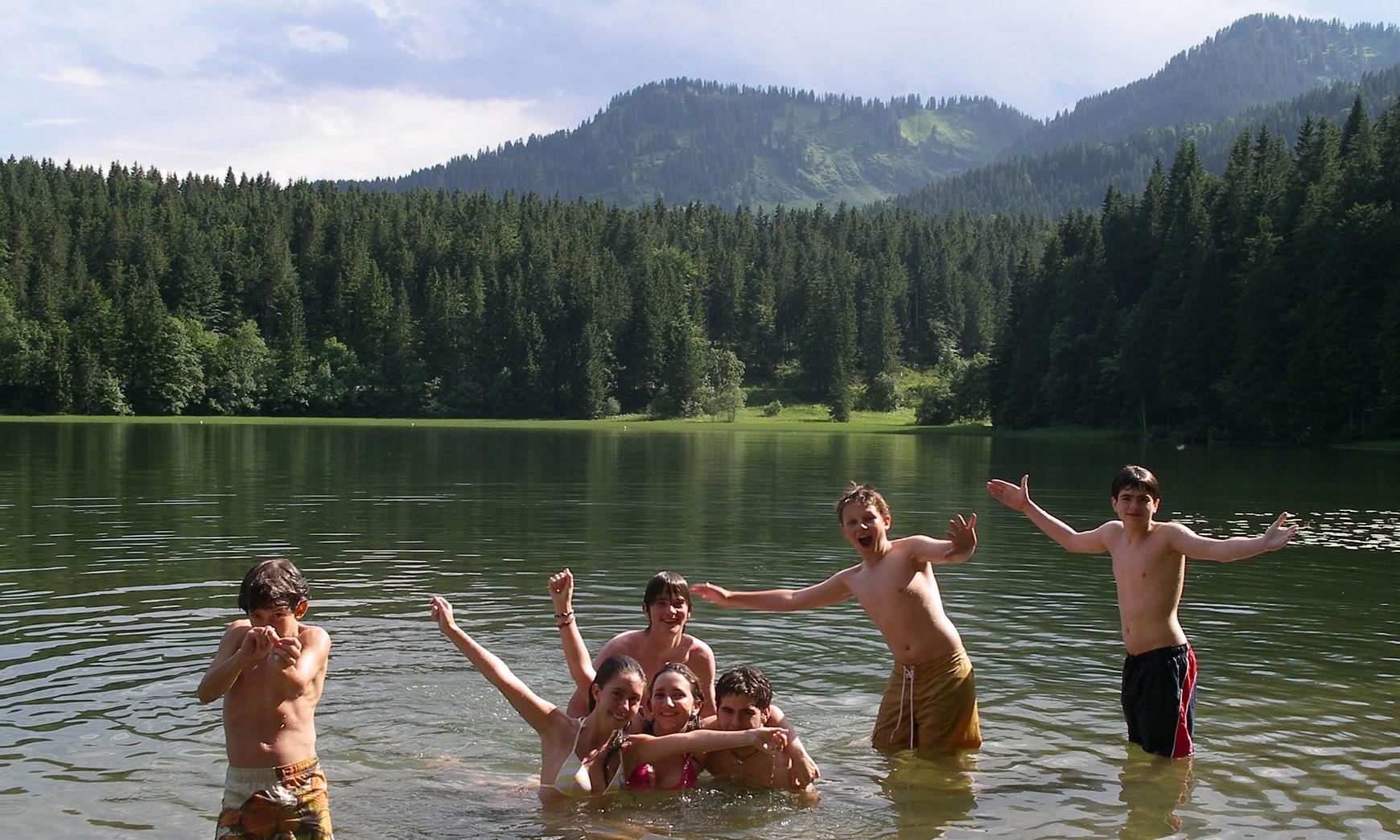 Sprachschüler im Bergsee